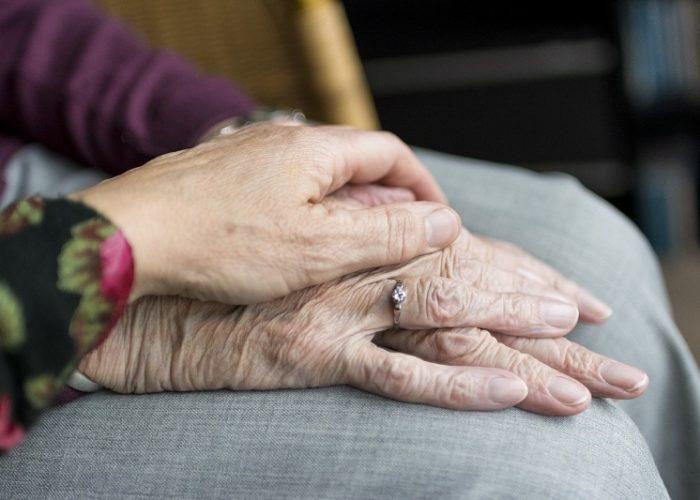 Cómo no equivocarse a la hora de elegir a un cuidador para una persona dependiente